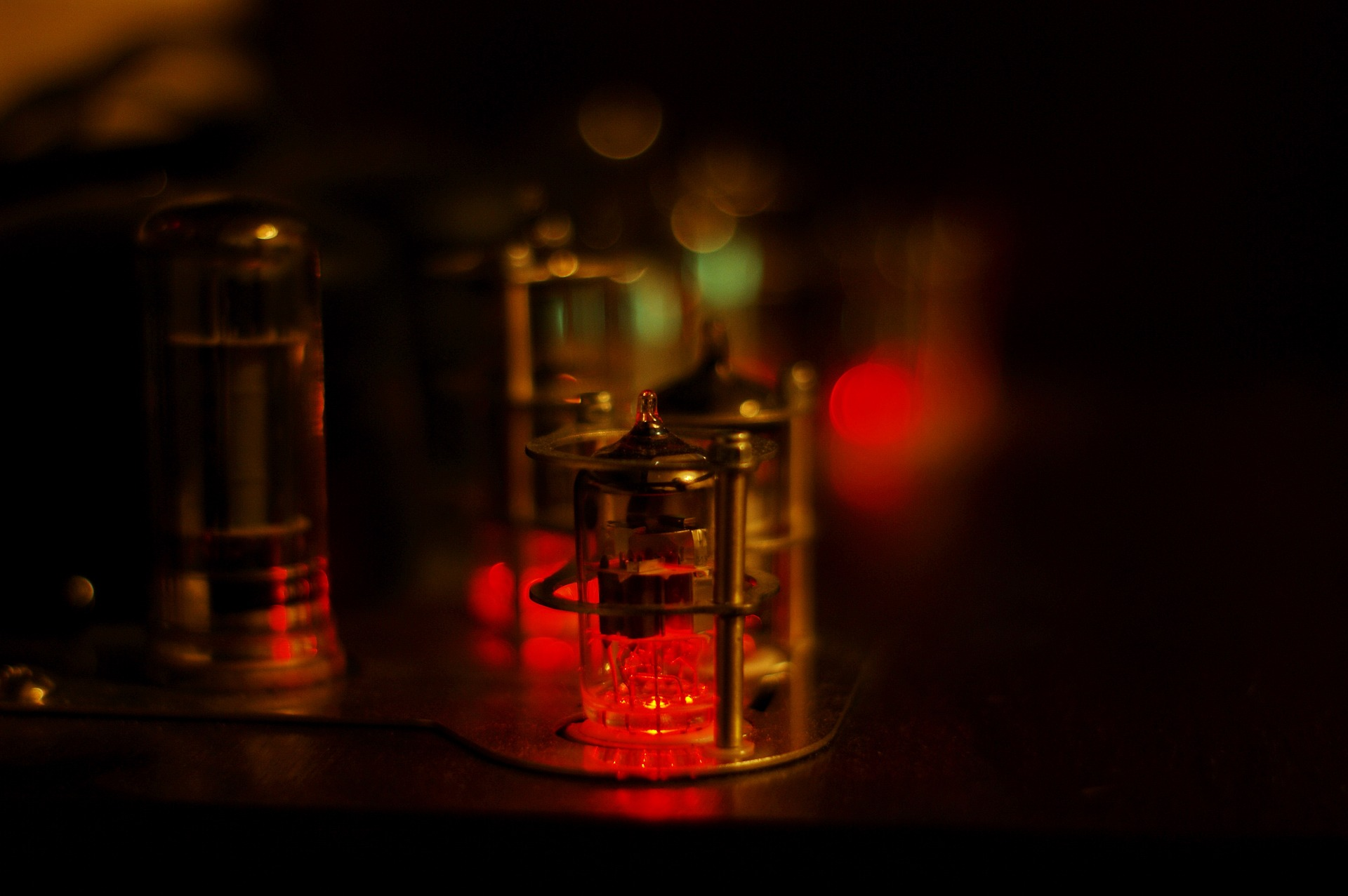 tubes vs solid state amplifiers ps audio. Black Bedroom Furniture Sets. Home Design Ideas