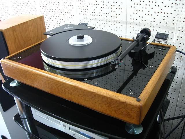 VPI's first turntable, the HW-19