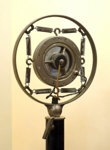 Double-button carbon microphone made by Western Electric, Model ET3.