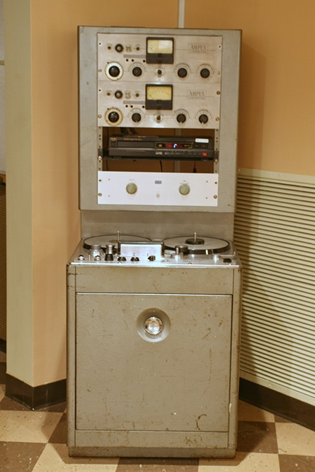The Ampex 300 tape machine, made in 1957. Courtesy of Wikimedia Commons/Cliff.